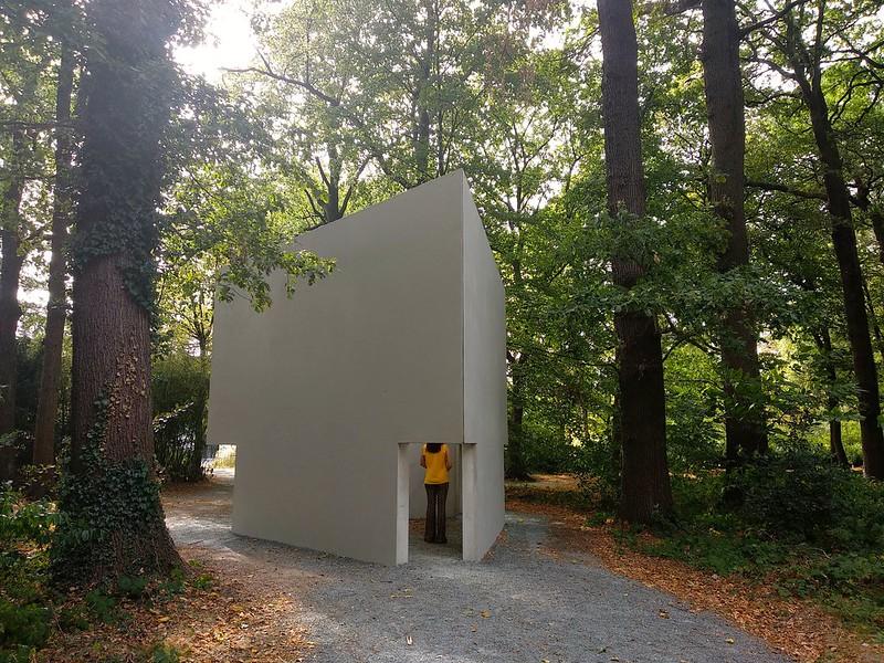 """Middelheim experience traps  - 29853378978 9bf58d5ebb c - """"Experience traps"""" en el parque-museo de Amberes."""