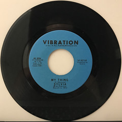 SYLVIA:PILLOW TALK(RECORD SIDE-B)