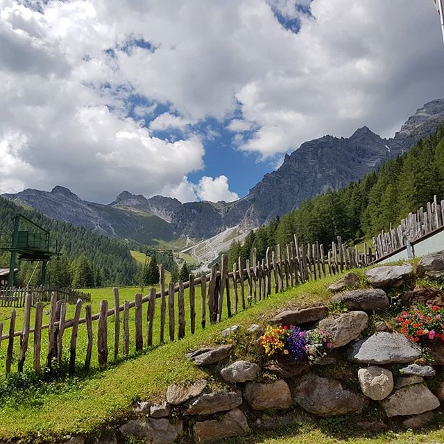 Photo:Dem Himmel so nah #tirol #tyrolia #stubaital #mountains #alps #alpen #berge #treehugger #austria #nature #motherearth #earthlover #everydayisearthday #hiking #schlick2000 #2018 #wanderlust #wandern #vielzukurz #hiking By Stefan_Moser
