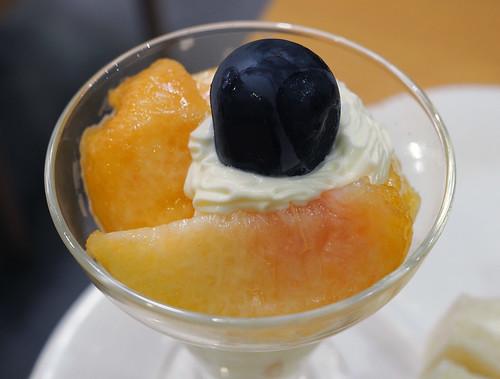 フルーツパーラーヤオイソ・桃づくしの桃パフェ