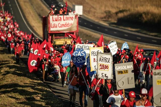 A marcha também serve para denunciar as violações da democracia protagonizadas pela própria justiça brasileira. - Créditos: Leonardo Milano