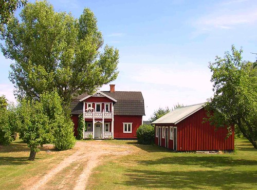 1000 images about little red houses on pinterest red for Red barn house