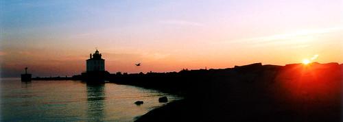 ohio panorama usa lighthouse sunrise hit lakeerie greatlakes northamerica mentor lakecounty breakwall fairport mentorheadlands fairportbreakwaterlight thefairportharborwestbreakwaterlight