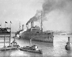vehicle, torpedo boat, ship, destroyer, ocean liner, watercraft, armored cruiser, light cruiser, steamboat,