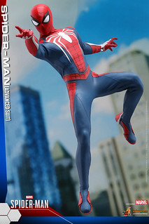 Hot Toys Spider-Man (Advanced Suit) 1/6 Scale Collectible Figure - Marvel's Spider-Man