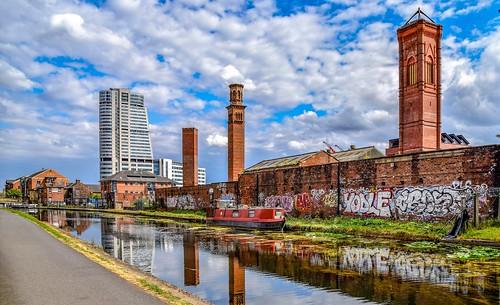 yorkshire westyorkshire leeds leedsandliverpoolcanal towerworks hardingsleedsltd lamberritower giottoscampanile reflections graffiti 2018