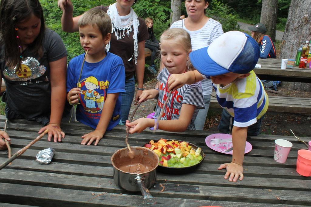 Mit Kinder kochen über dem Feuer, 23.7.18