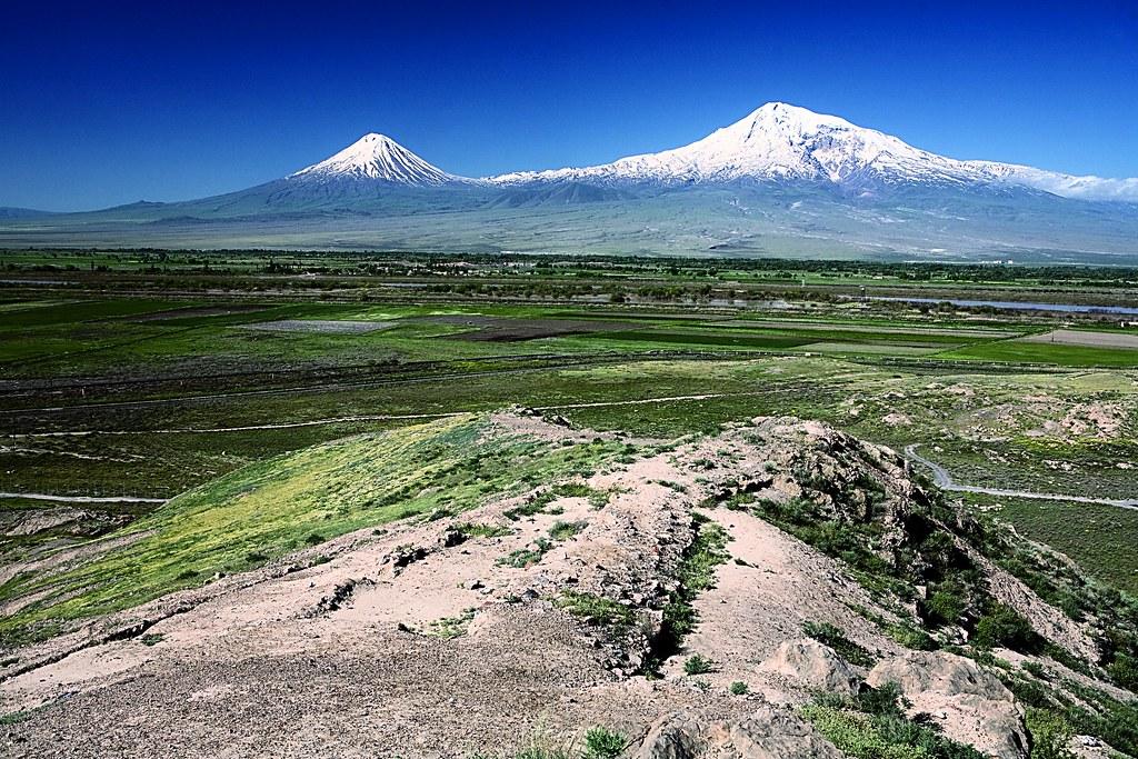 У армян на гербе Арарат, у турок – Луна. Каждому свое