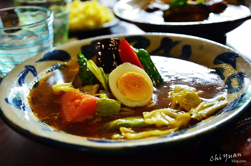 [日本。沖繩]那霸沖繩黑糖咖哩AJITOYA首里城店。在地豐富新鮮食材,客製化辣度,讓人胃口大開