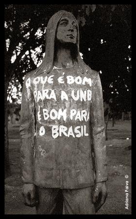 John Lennon Beatles histórias de Brasília Bsb brasilienses jornalista Adriana Paiva homenagem música músicos estátuas