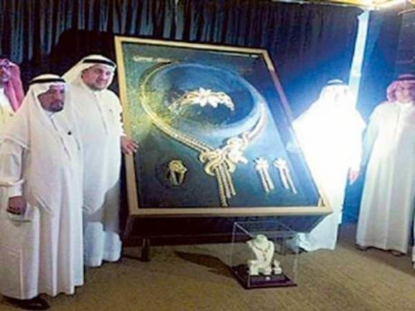 3410 A Saudi Company (Taiba Gold) produces 33 KG Gold Set – World's Heaviest