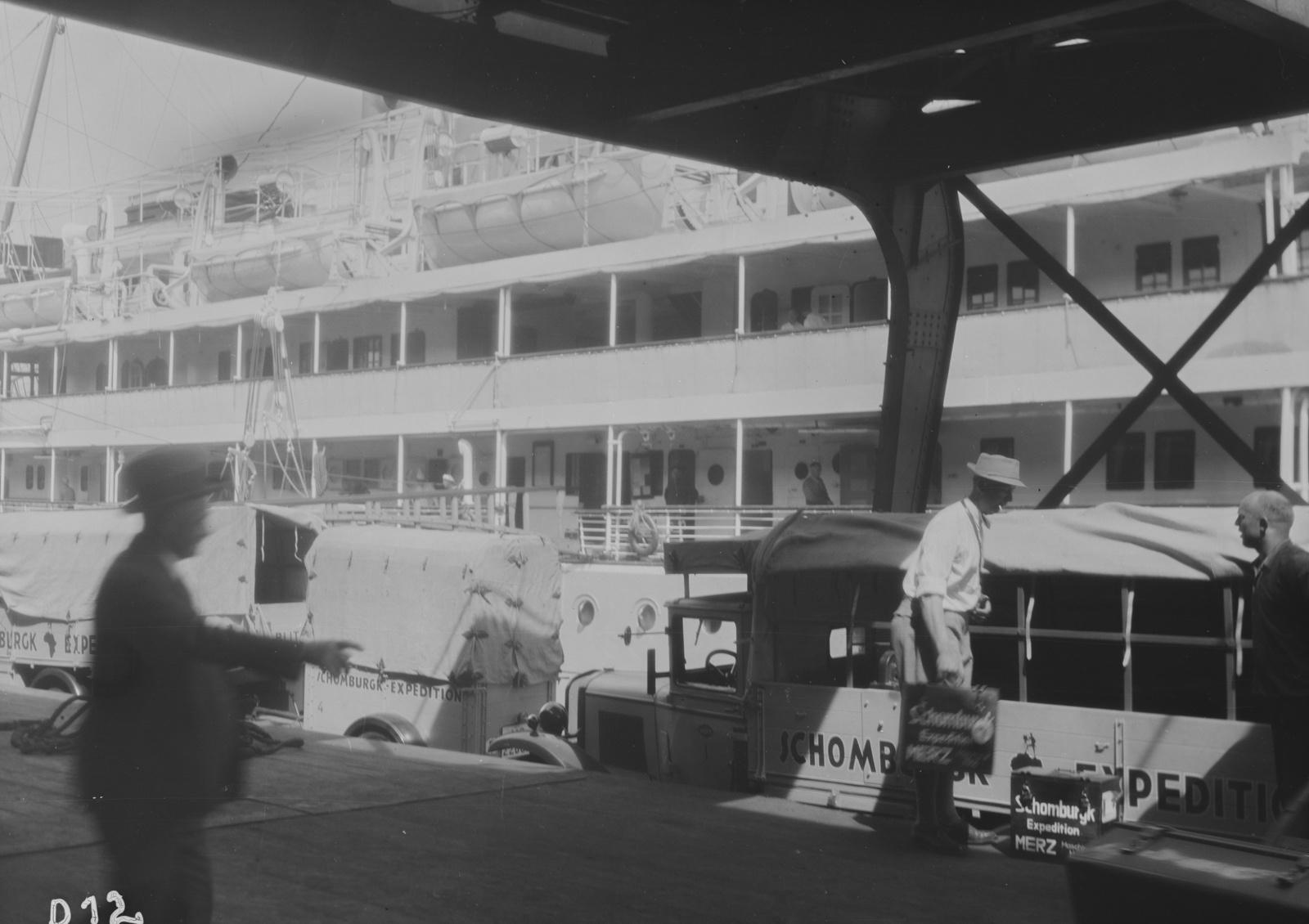 Гамбург. Участники экспедиции в порту