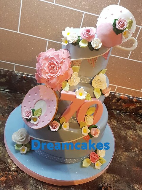 Cake by Tracey Leaver of Dreamcakes