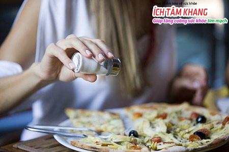 Chế độ ăn cho bệnh nhân suy tim độ 3 cần hạn chế muối natri