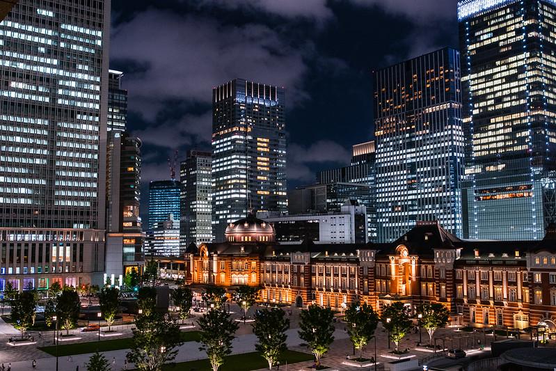 東京・丸ビルのテラスから撮影した東京駅の夜景