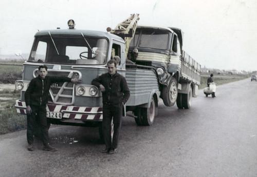 Camió Grua Talleres Marcet remolcant un Pegaso