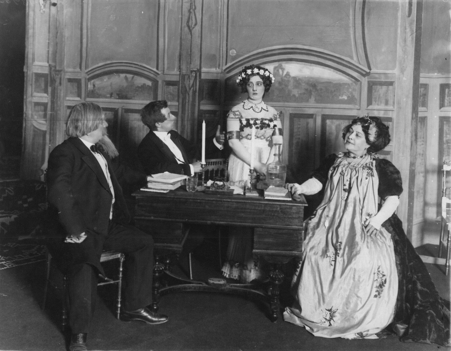 1910. Сцена из спектакля