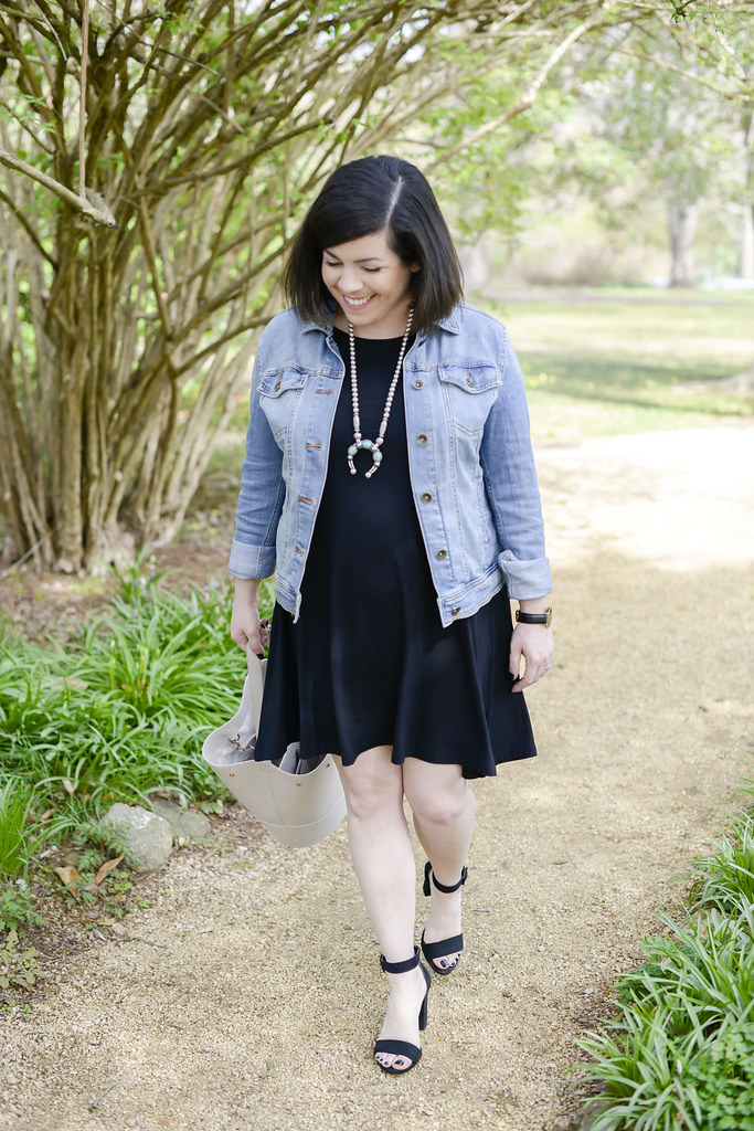 4 Ways to Wear a Denim Jacket-@headtotoechic-Head to Toe Chic