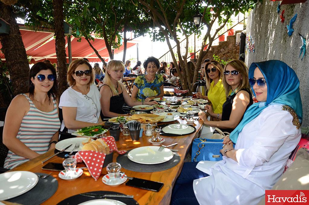 Yaza merhaba kahvaltısında buluştular