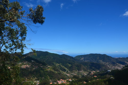 Blick auf die Berge von Santo da Serra
