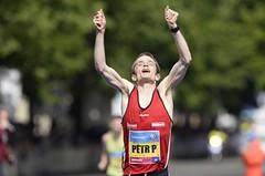 Kdo z Čechů v neděli usedne na maratonský trůn?