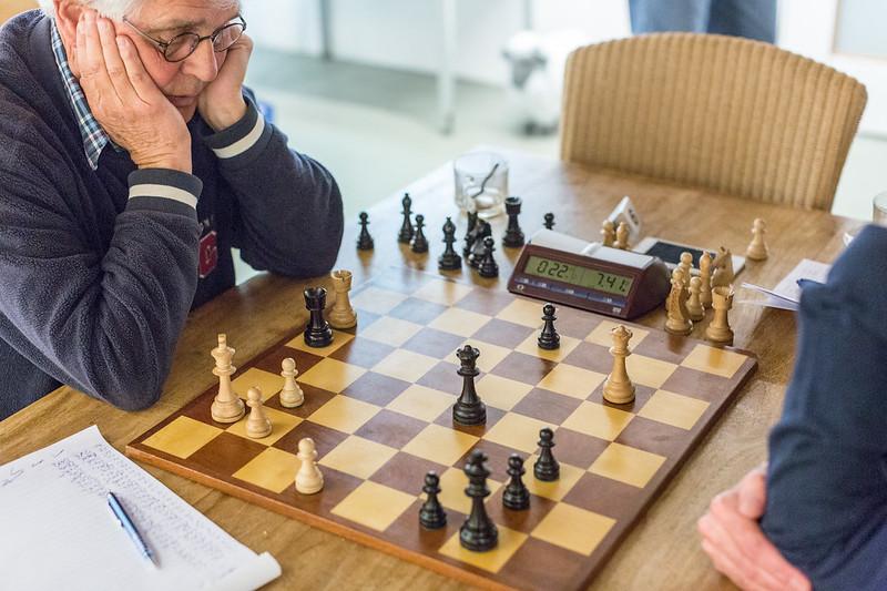 Andreas verrast zijn tegenstander met Td5-d1+