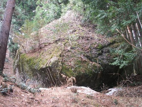 諏訪神社周辺の岩石祭祀事例
