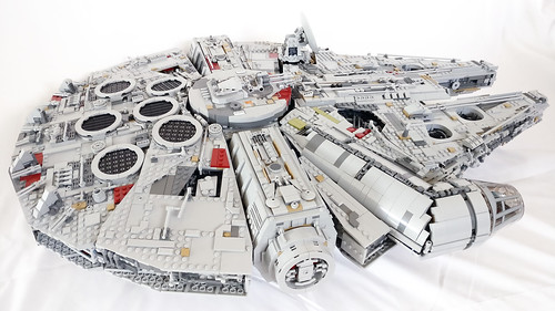 LEGO Star Wars UCS Millennium Falcon (75192) Review - The