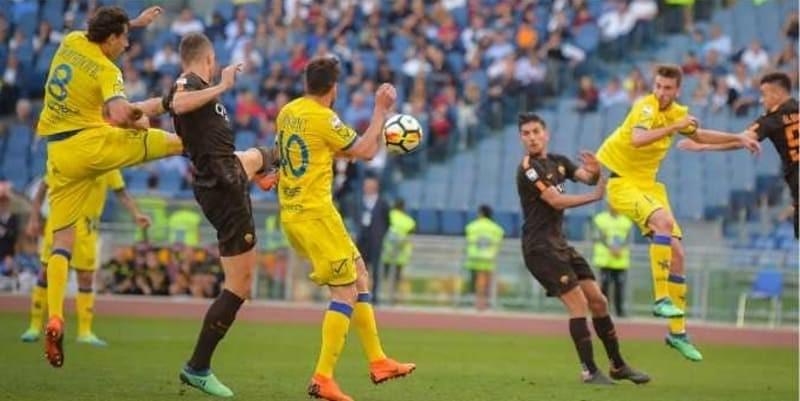 Pemain AS Roma Kena Kartu Merah Karena Memeluk Pemain Lawan