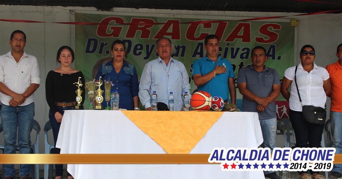 Corneta celebra inauguración de área social
