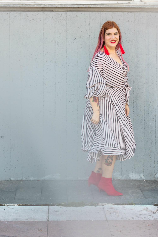 outfit plus size vestito a portafoglio e calze autoreggenti Milena Lingerie (5)