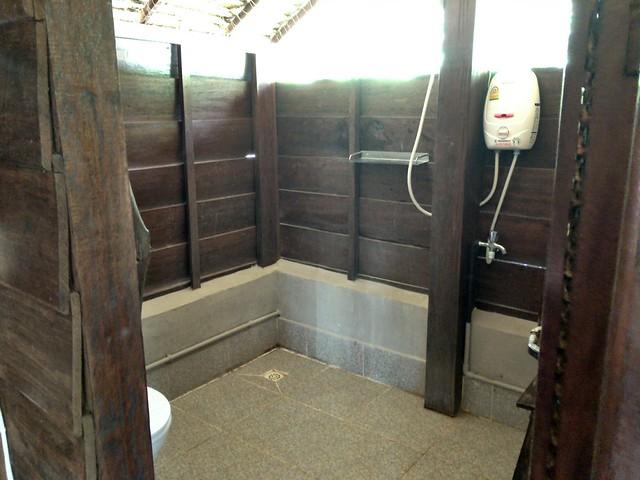 開放的でこっちも広いバスルーム