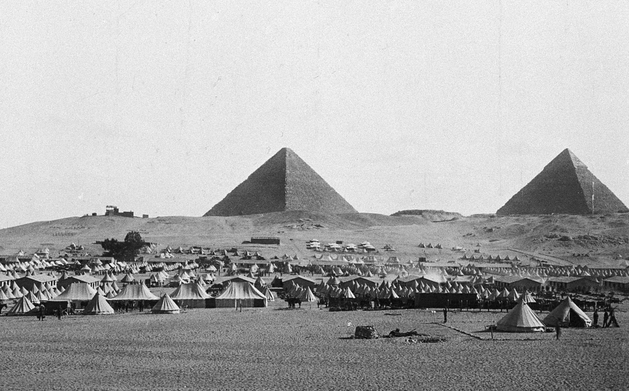 New Zealand Expeditionary Force troops camped in the shadow of the pyramids near Cairo, Egypt, circa 1915.