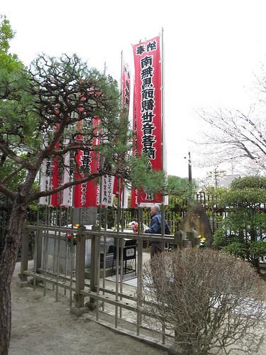 福島競馬場の中央口脇の馬頭観音