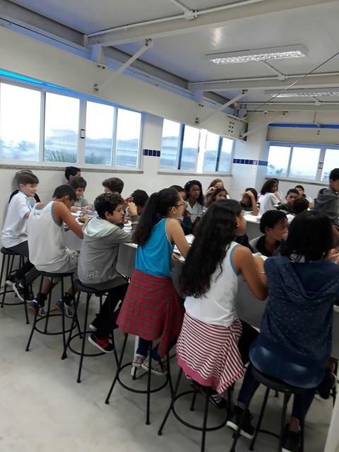 Aula no Laboratório de Ciências