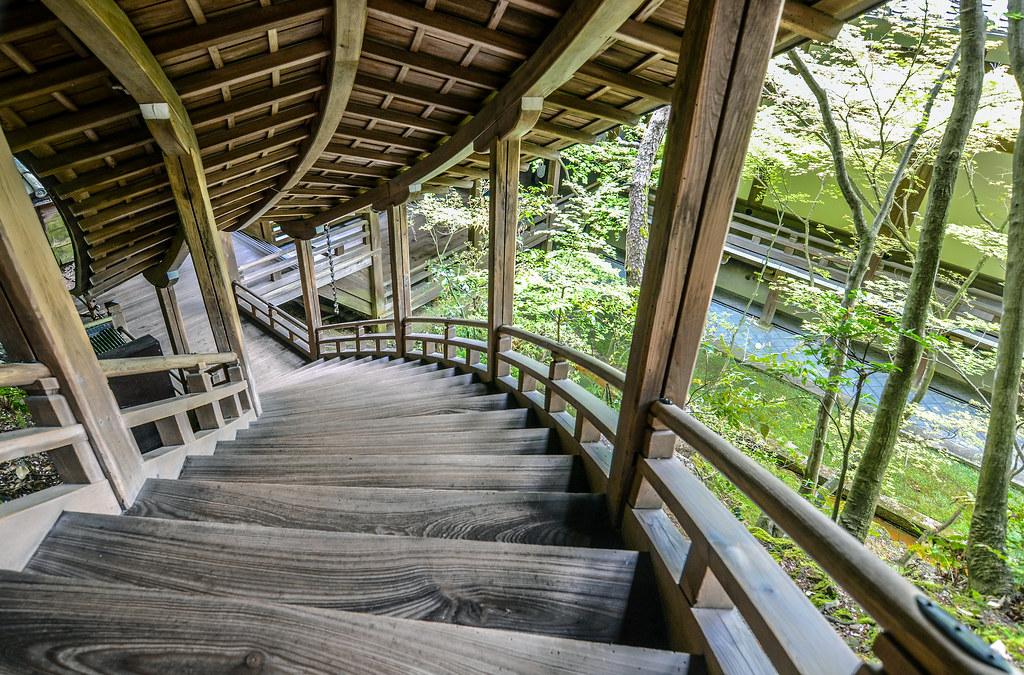 Eikan-do Zenrin-ji down staircase