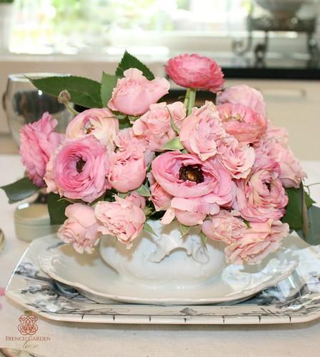 FrenchGardenHouse-French-Twist-Pink-Centerpiece-2