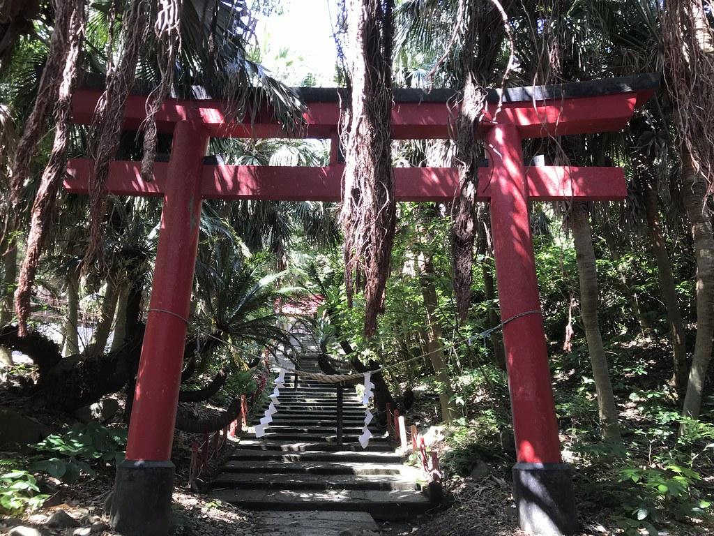 展望台までの道中にある御崎神社の鳥居
