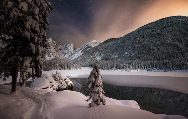 Standing in the night, Nikon D810A, AF-S Zoom-Nikkor 14-24mm f/2.8G ED