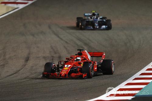 Bottas ajaa takaa Vetteliä Bahr 2018