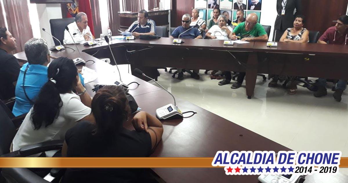 Delegaciones de comunidades de zona urbana y rural cantón Chone son atendidas en audiencias por alcalde Deyton Alcívar Alcívar