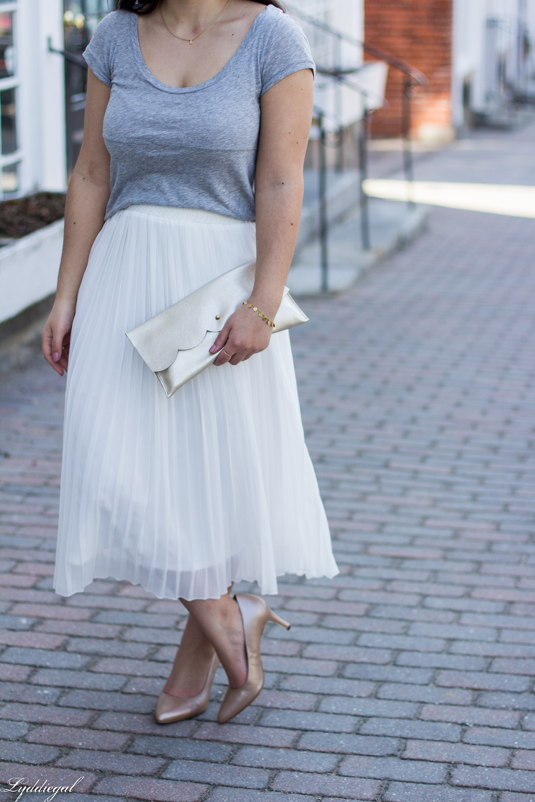 white pleated midi skirt, grey tee, nude heels, scalloped clutch-15.jpg