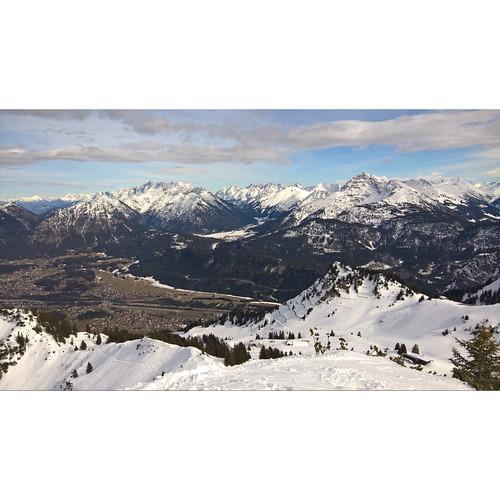 Afternoon behind a house piste ski tour in t shirt, may not be the last ...  #Tirol #Austria #ski #Alps #lovetirol #vegansofig  #landscape #landschaft #nature #Alpen #skitrab  #skimo #mountains  #skiing #berge #milujemhory #yogi #winter #travel #vaude #Lu