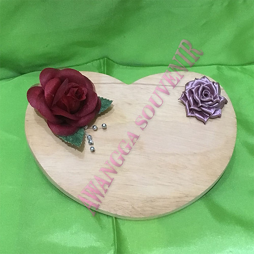 Talenan Kayu Love  Uk.18x14cm