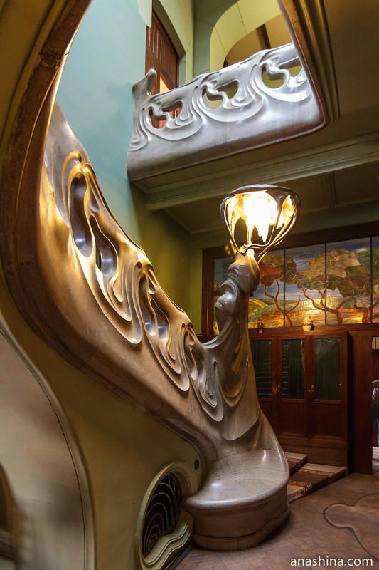 Светильник в холле, особняк Рябушинского, Москва