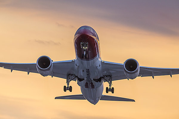 Norwegian B787 departure sunset (Norwegian)