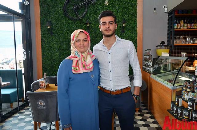 Asiye Çetin ve oğlu Mustafa Çetin