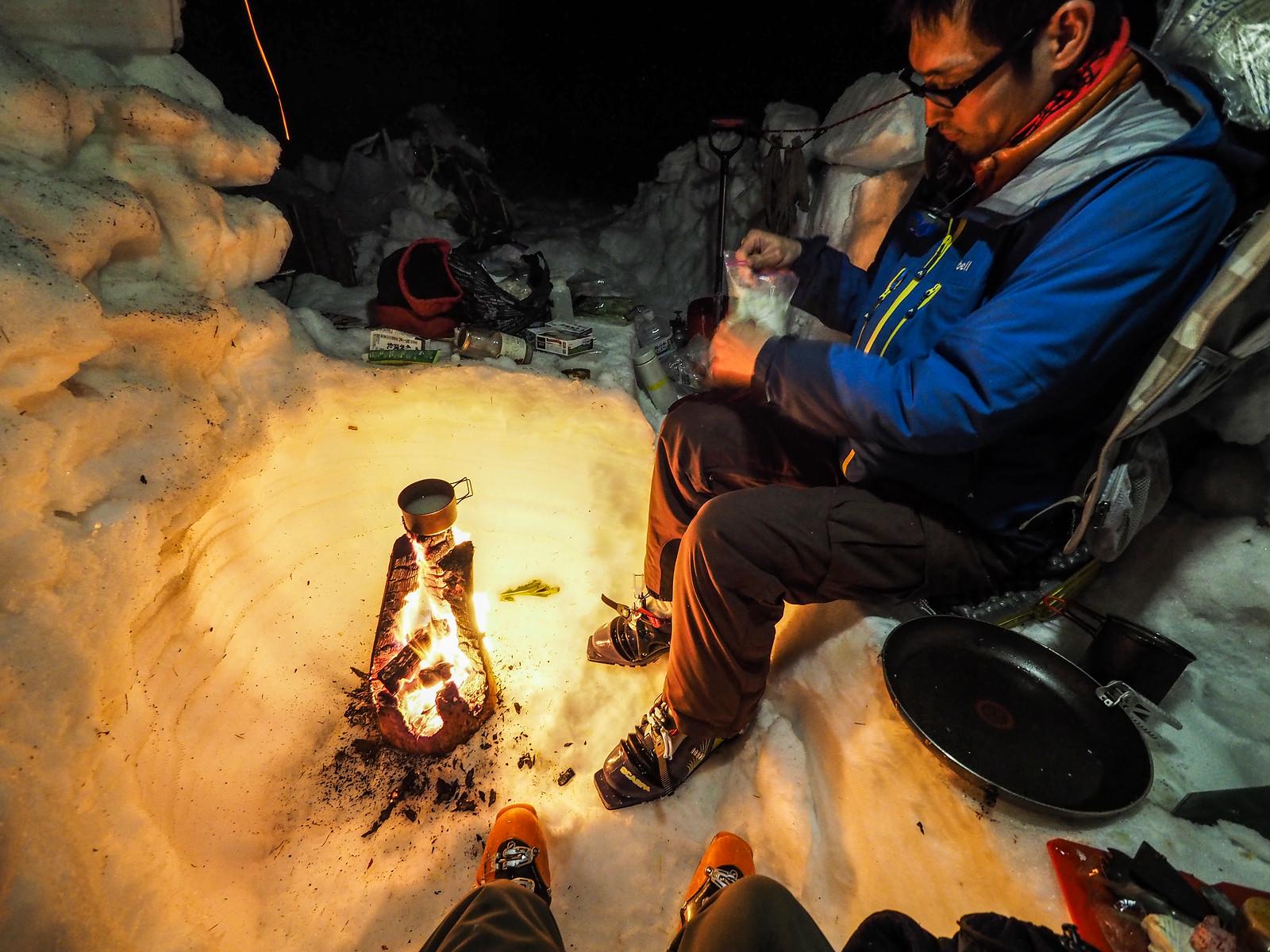 Shikaribetsu Gorge Onsen winter ski camping (Hokkaido, Japan)