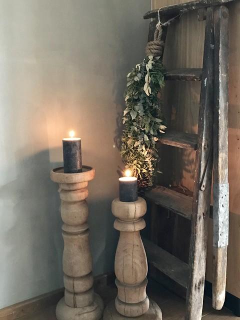 Houten kandelaars, houten ladder
