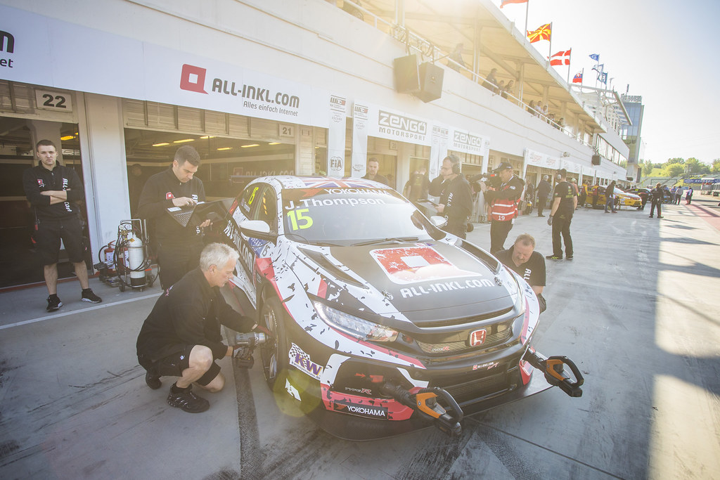 15 THOMPSON James (GBR), ALL-INKL.COM Munnich Motorsport, Honda Civic TCR, action during the 2018 FIA WTCR World Touring Car cup, Race of Hungary at hungaroring, Budapest from april 27 to 29 - Photo Gregory Lenormand / DPPI